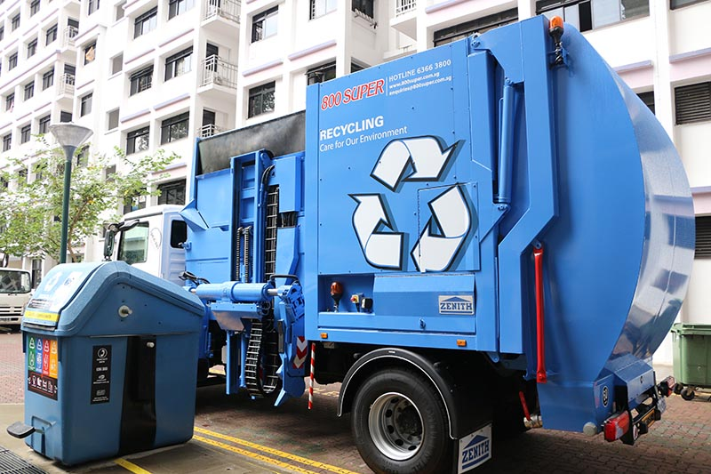 Recycling truck side loader